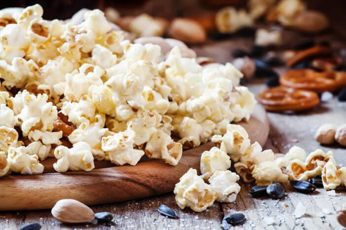 Zutaten-für-den-perfekten-Fernsehabend-snacks-gesund