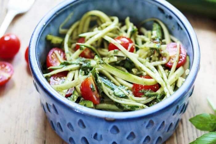 upfit-zucchinispaghetti-mit-tomate-rezept