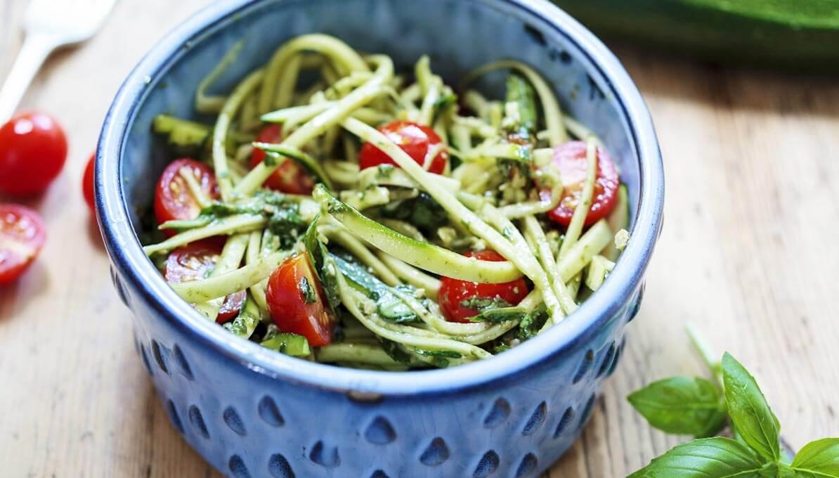 Upfit Zucchinispaghetti mit Tomate